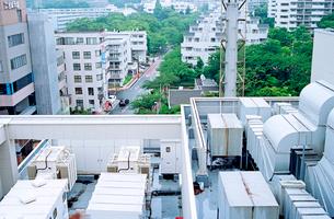 屋上から眺めた高層住宅街の写真素材 [FYI03176487]