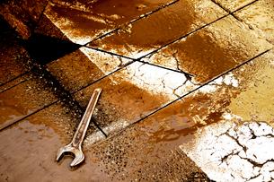 道路工事でカットされた横断歩道表面の写真素材 [FYI03176529]