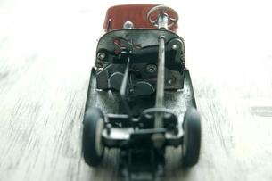 壊れた玩具の自動車の写真素材 [FYI03176608]