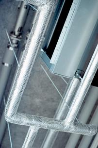 塗装室天井の配管設備の写真素材 [FYI03176706]