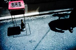 銀座路地裏の喫煙スペースの写真素材 [FYI03176744]