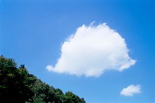 白い雲の写真素材 [FYI03176753]