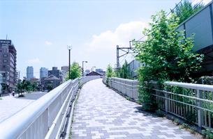 東急旧鉄道空き地に整備された公園へのスロープの写真素材 [FYI03176787]