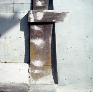 海岸通り新しい側壁と補修された側壁の写真素材 [FYI03176840]