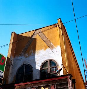 補修されたファサード建築の写真素材 [FYI03176857]