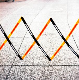 商店街通路の車両進入禁止の標識の写真素材 [FYI03176870]
