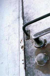 飲食店裏口の扉の写真素材 [FYI03176894]