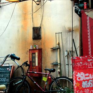 東京秋葉原の飲食街路地風景の写真素材 [FYI03176908]