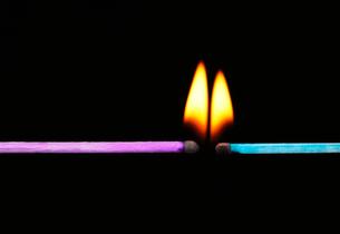 炎のついたマッチの写真素材 [FYI03177061]