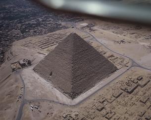 ピラミッドの空撮 カイロ エジプトの写真素材 [FYI03177113]