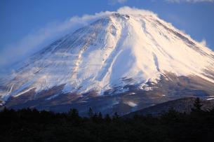 冬の富士山の写真素材 [FYI03177146]