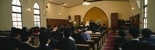 教会での結婚式  兵庫県の写真素材 [FYI03177415]