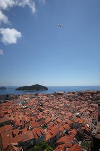旧市街地よりアドリア海を望むの写真素材 [FYI03177500]
