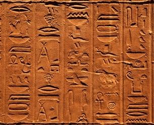 イシス神殿のレリーフ アスワン エジプトの写真素材 [FYI03177525]