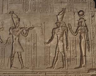 ホルス神殿 レリーフ  エドフ エジプトの写真素材 [FYI03177529]