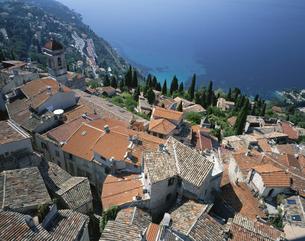 地中海と中世の村 ロクブリュヌ フランスの写真素材 [FYI03177550]
