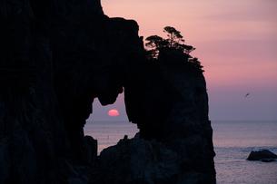 つりがね洞の日の出の写真素材 [FYI03177675]