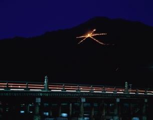 三条大橋と大文字焼   京都の写真素材 [FYI03177786]