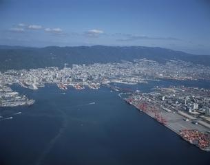 神戸港と市街の空撮 兵庫県の写真素材 [FYI03178006]