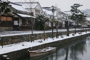 雪の倉敷美観地区の写真素材 [FYI03178300]