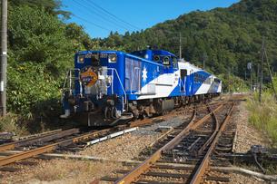 JR木次線電車 トロッコ列車の写真素材 [FYI03178360]