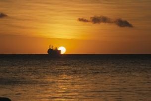 グー岬の海の夕景 ヌー島 ニューカレドニアの写真素材 [FYI03178662]
