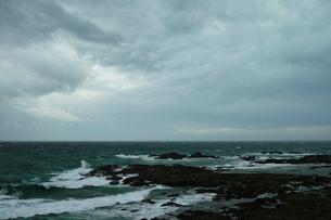 wave 柴崎海岸に面した建物の4階から海を撮るの写真素材 [FYI03178970]