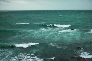 wave 柴崎海岸に面した建物の4階から海を撮るの写真素材 [FYI03178974]