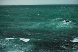 wave 柴崎海岸に面した建物の4階から海を撮るの写真素材 [FYI03178980]