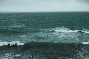 wave 柴崎海岸に面した建物の4階から海を撮るの写真素材 [FYI03178981]