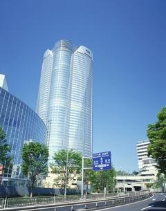 六本木ヒルズと道路  港区 東京都の写真素材 [FYI03179294]