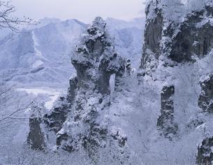 日暮らしの景   妙義山 群馬県の写真素材 [FYI03180076]