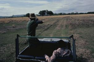 ルアングァバレー国立公園の2人のハンター ザンビア アフリカの写真素材 [FYI03180119]