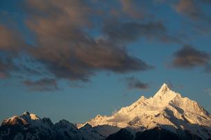 飛来寺より望む梅里雪山のメツモ峰の写真素材 [FYI03180139]