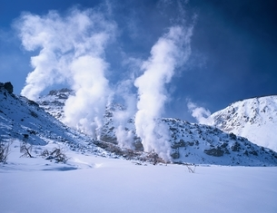 冬の硫黄山   北海道の写真素材 [FYI03180245]