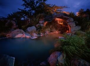 夜の温泉 ロトルア ニュージーランドの写真素材 [FYI03180275]