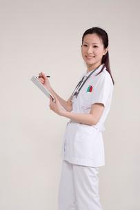 女性看護師の写真素材 [FYI03180546]