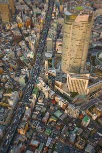 六本木ヒルズと首都高3号渋谷線の写真素材 [FYI03180683]