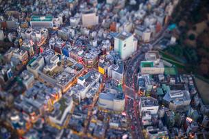 新宿3丁目と明治通りの写真素材 [FYI03180720]