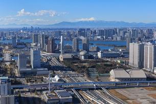 江東区上空より有明ジャンクションと有明とお台場周辺と富士山の写真素材 [FYI03180845]