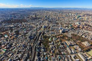 港区上空より恵比寿周辺と首都高速2号目黒線と富士山の写真素材 [FYI03180863]