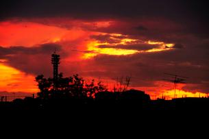 夕焼け空と街の写真素材 [FYI03182412]