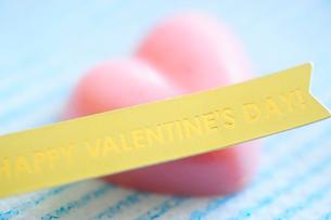バレンタインデーのハート形のチョコレートの写真素材 [FYI03182443]