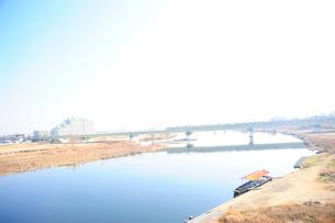 冬晴れの多摩川の写真素材 [FYI03182482]