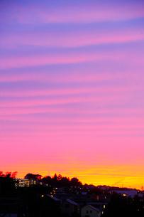 夕焼け空と街の写真素材 [FYI03182505]