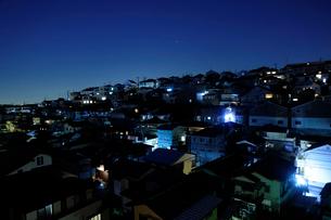 夜の家並みの写真素材 [FYI03182522]