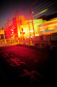 夕暮れせまる街路の写真素材 [FYI03182523]