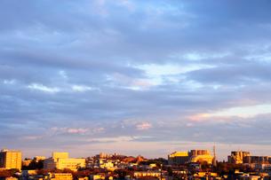 夕映えの街並の写真素材 [FYI03182539]