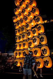秋田竿燈祭りの写真素材 [FYI03183435]