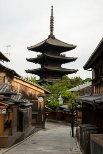八坂通と八坂の塔の写真素材 [FYI03183591]